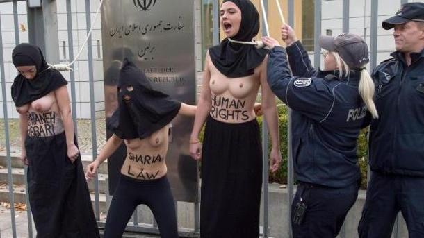 femen protest vor der botschaft des iran